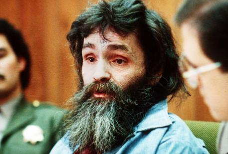 Charles Manson, il mostro della California trasportato d'urgenza all'ospedale