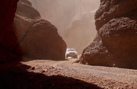 Dakar, stage 2: Loeb vince la tappa e vola al comando