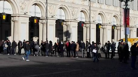 Saldi al via a Torino con code in centro - Piemonte - ANSA.it