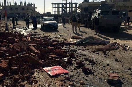 Egitto, camion-bomba contro la polizia in Sinai: morti e feriti