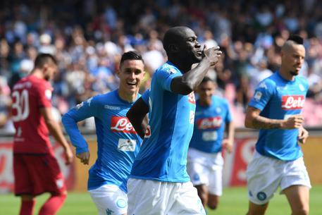 Napoli travolge Cagliari 3-0 610afd61377883c8e9ede915b1d4cf9c