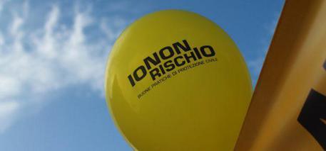 Un palloncino con il titolo dell'iniziativa 'Io non rischio' © ANSA