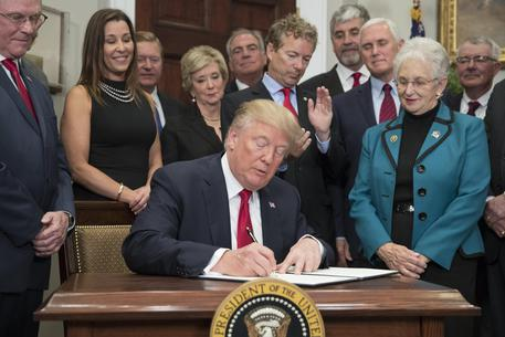 US President Donald J. Trump signs an executive order on healthcare © EPA