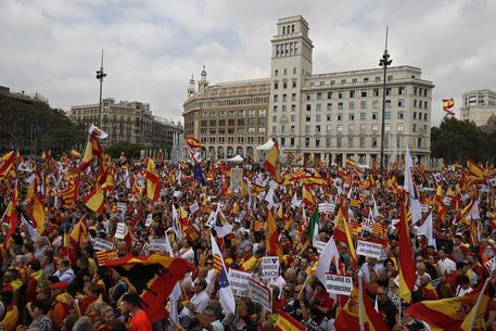 Festa nazionale in una Spagna logorata da conflitti