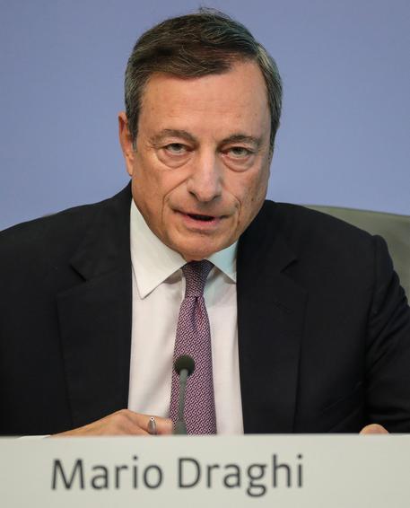 Zona euro, Draghi: bassi tassi interesse promuovono riforme strutturali