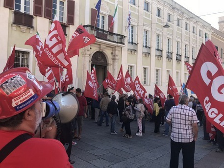 Manovra: sindacati in piazza in Sardegna