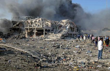 La scena dopo la strage a Mogadiscio © EPA