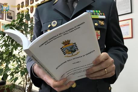 Fisco: arrestato funzionario Entrate