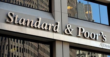 S&P promuove l'Italia: rating sale a BBB da BBB-, outlook stabile