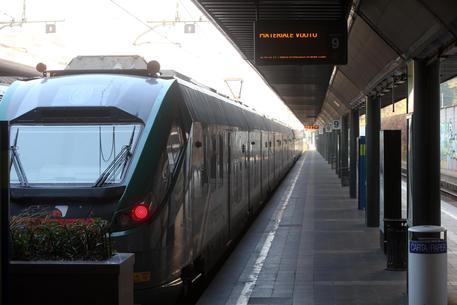 Milano, trovato un cadavere sui binari: treni cancellati e ritardi