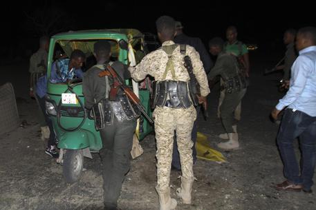 Somalia: due forti esplosioni a Mogadiscio, forse un kamikaze