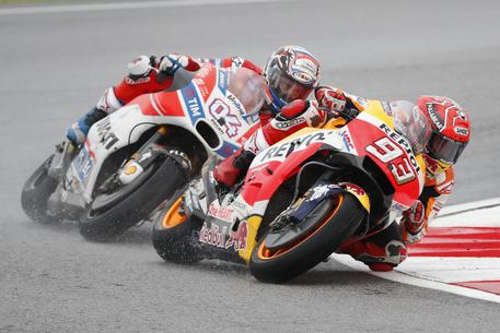 Marquez all'ultima curva: battuto Dovizioso in Thailandia