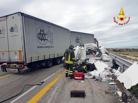 Ancona, incidente in autostrada. Un morto