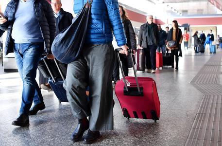 Sciopero, oggi spostamenti a rischio: stop a treni, bus, taxi, aerei