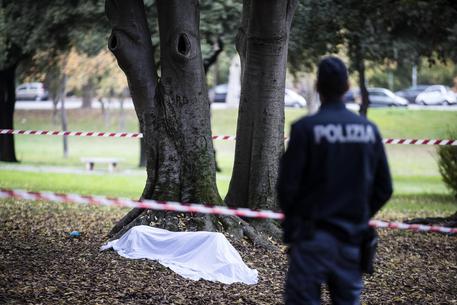 Roma: cadavere donna nuda con ferita alla testa in sottopasso Corso Italia