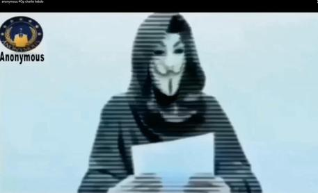 Il fermo immagine di un video del collettivo hacker Anonymous © ANSA