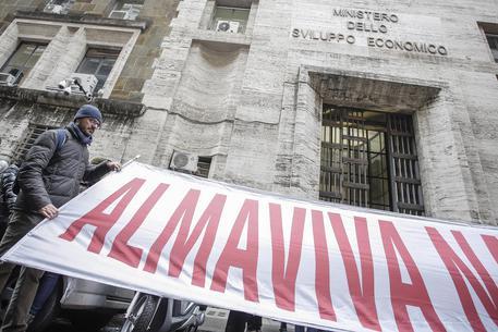 Vertenza Almaviva: reintegrati 153 lavoratori