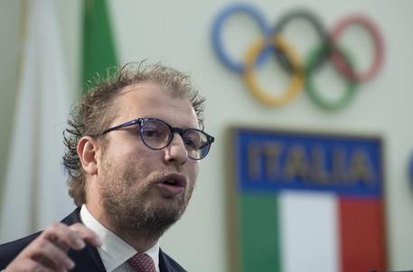 Davide Astori, il capitano della Fiorentina, morto in albergo a Udine. Rinviata la serie A. Stop anche in B, rinviate gare oggi e domani 9607114febf571f692f399166f152e01