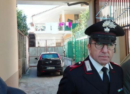 Marito e moglie sgozzati in casa nel Casertano. Si cerca il figlio