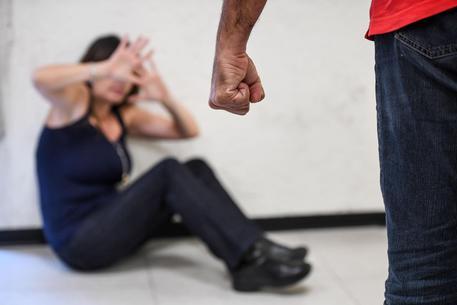 Catania, picchiava moglie davanti ai figli: arrestato$