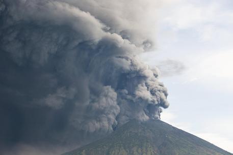 Bali, eruzione vulcano, annullati voli