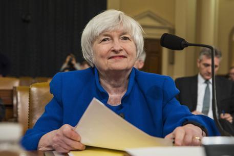 Fed: alza tassi interesse di un quarto di punto
