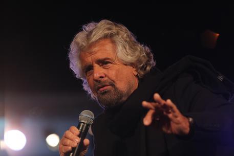 Reddito per nascita, ecco in cosa consiste la proposta di Beppe Grillo