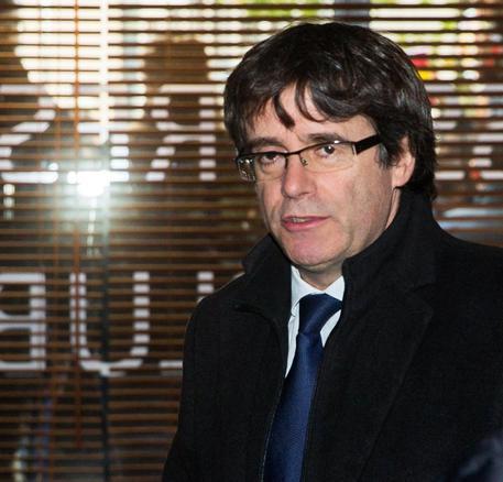Catalogna, libertà vigilata per Puigdemont e quattro ex ministri