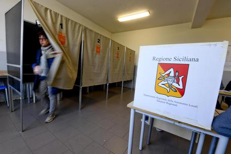 Sicilia, alle 12 affluenza al 10, 8%$