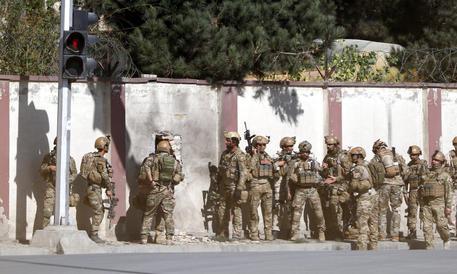 Uomini armati attaccano una stazione televisiva a Kabul