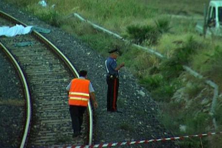 Due anziani muoiono travolti dal treno