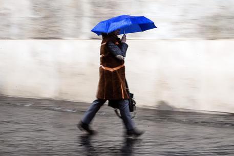 Allerta meteo in Campania: rovesci e temporali per 20 ore, rischio frane