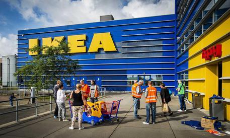 Furti E Truffe Licenziati 10 Dipendenti Ikea Di Corsico Lombardia