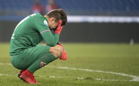 Davide Astori, il capitano della Fiorentina, morto in albergo a Udine. Rinviata la serie A. Stop anche in B, rinviate gare oggi e domani 24e0f549c4cb4ec2cd8c4950073b6897