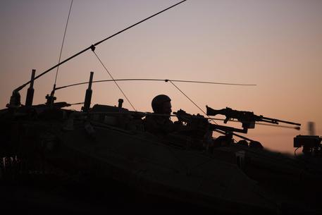 Siria, raid israeliano su una base militare vicino a Damasco