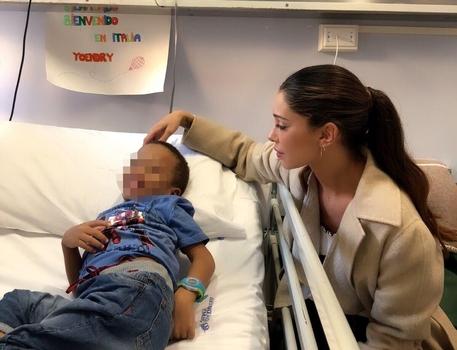 Belen Rodriguez oggi in visita all'ospedale Gaslini di Genova