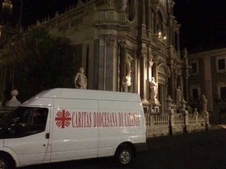 Catania, in venti senza casa occupano il Duomo$
