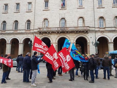 Crisi cemento, sindacati in piazza