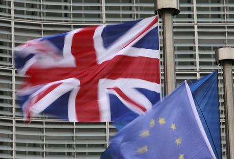 Borsa Milano apre in rialzo con Europa, banche positive, rimbalza Creval