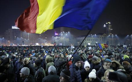 Romania, 300mila in piazza contro corruzione: oggi nuove proteste