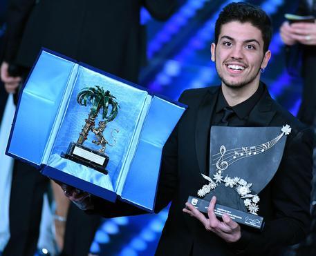 Sanremo 2017, attesa per Clementino: la scaletta della serata finale