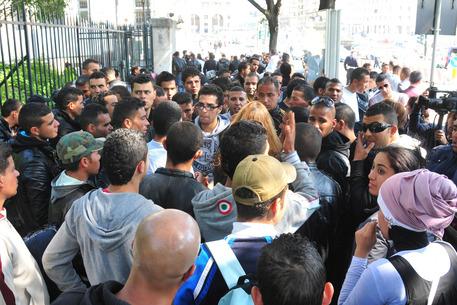 Immigrazione, falsi permessi in Lombardia: 171 indagati