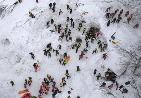 I soccorsi all'Hotel Rigopiano il 18 gennaio 2017 © EPA