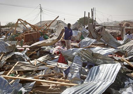 Somalia, attentato in un mercato di Mogadiscio: decine di morti