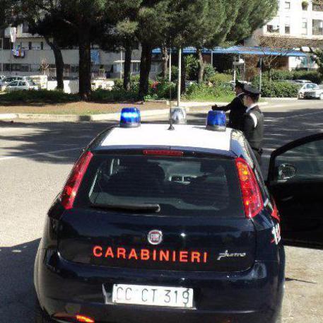 Diciottenne uccide il padre durante un lite poi chiama i carabinieri © ANSA