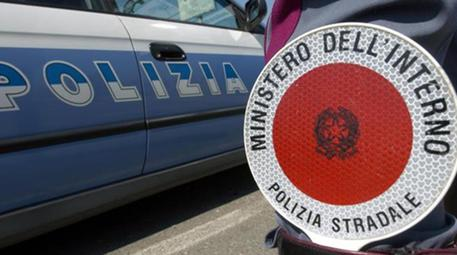 Genova, 12enne accoltellata in strada da un uomo: è grave