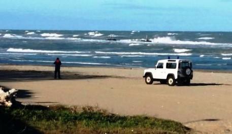 Neonata morta abbandonata in spiaggia a Monopoli, fermata la madre