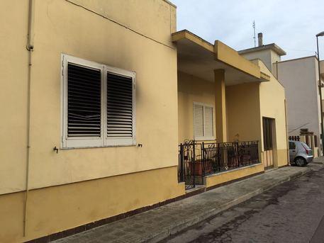 Lecce, fiamme letto disabile: muore donna
