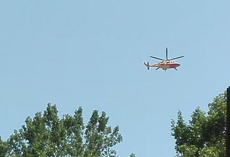 Guidonia, auto sbanda e si schianta contro albero: morti 4 ragazzi