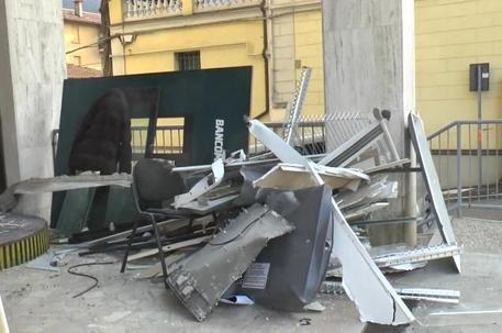 Esplosione bancomat a Casalecchio, danneggiato anche l'edificio